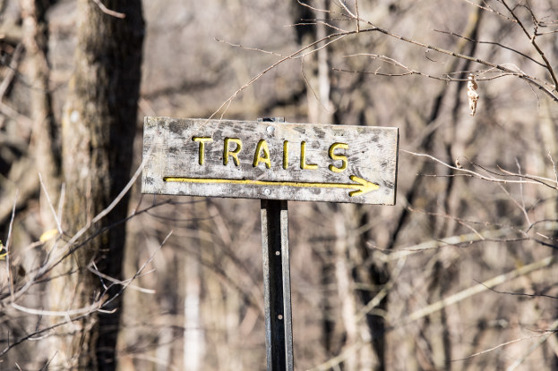 Trails sign at Eagle's Nest Park