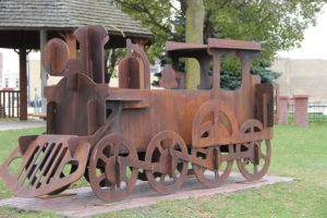 pic of train sculpture